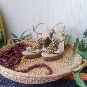 Old Navy blush Tan and Gold wedge sandals Size 10